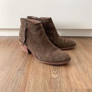 Madewell Janice Dark Olive suede ankle boots 7.5